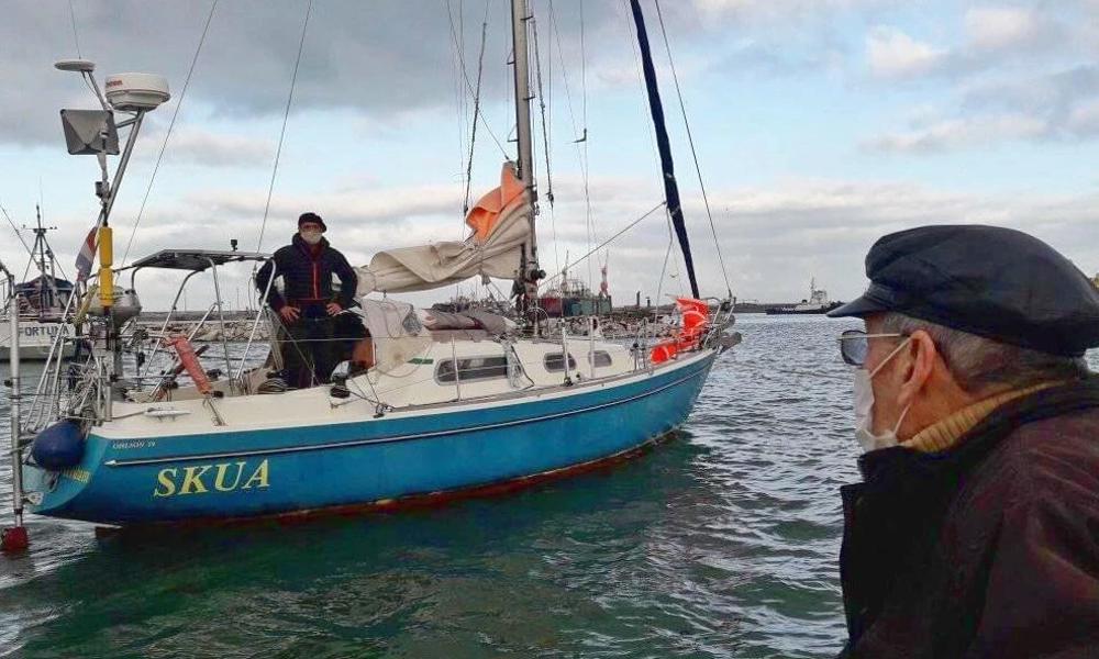 Privé d'avion, un homme traverse l'Atlantique à la voile pour rejoindre son père