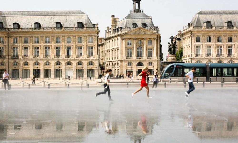 À Bordeaux, les voitures bientôt interdites par le nouveau maire écologiste