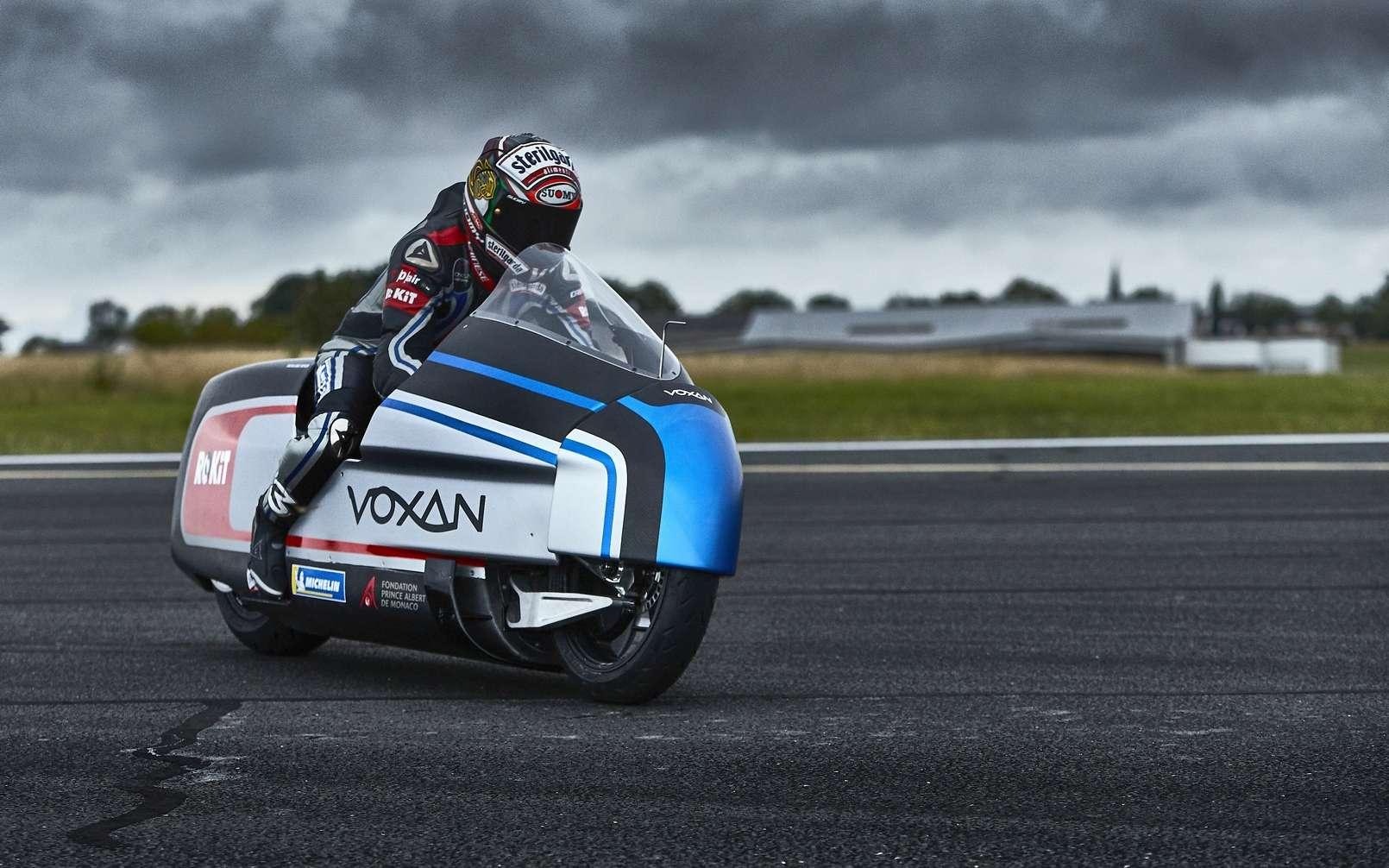 Cette moto électrique peut atteindre les 330 km/h
