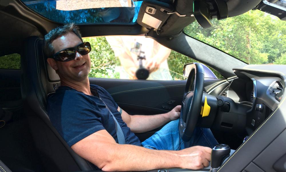 Aveugle de naissance, il retrouve la vue et s'achète… une Corvette