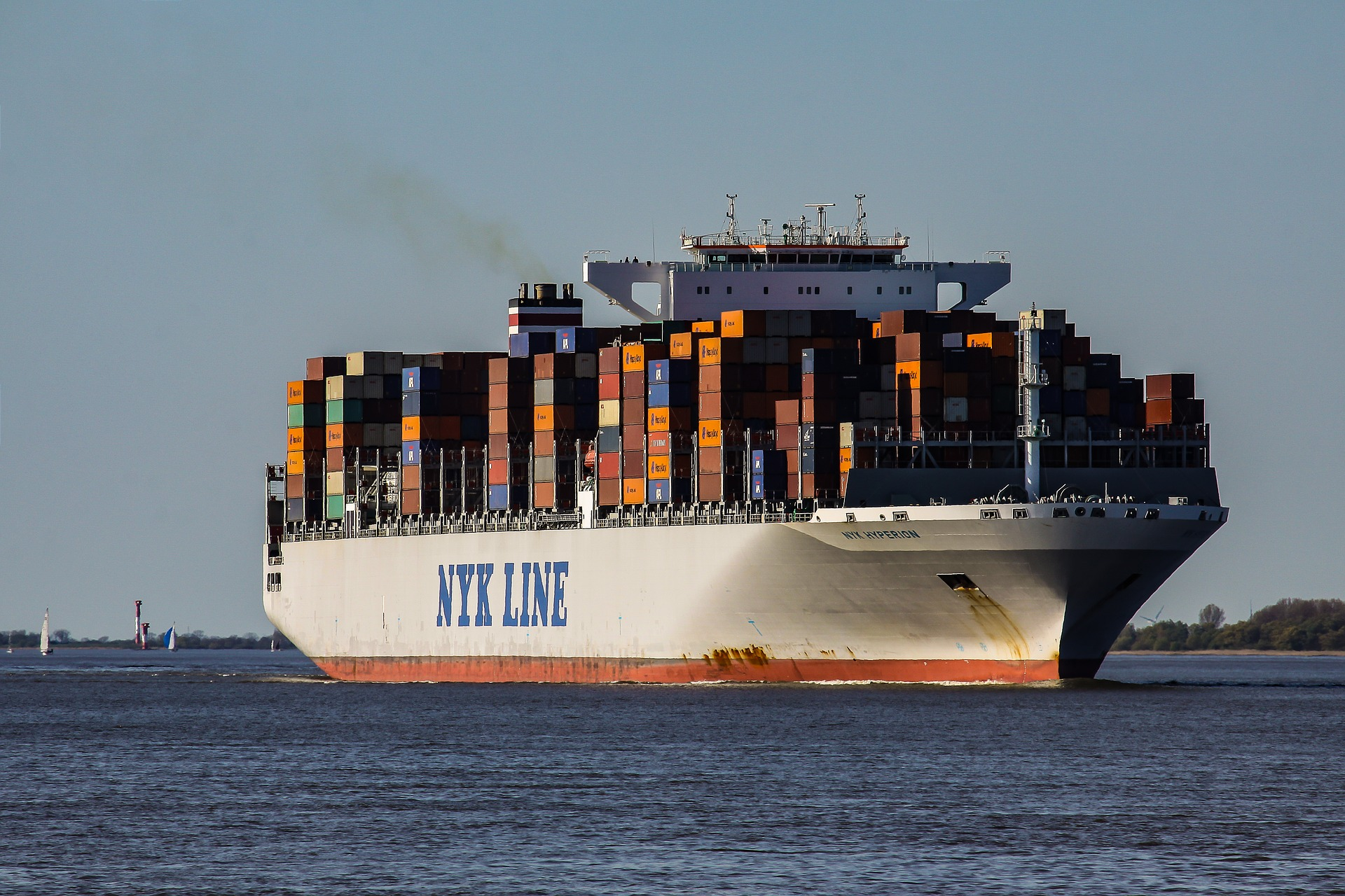 Finies les marées noires : les cargos pourraient bientôt carburer à l'eau de mer