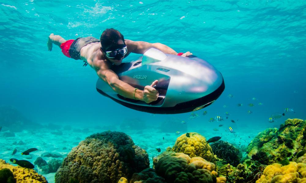 Plus jamais peur de la seconde vague avec ce scooter sous-marin