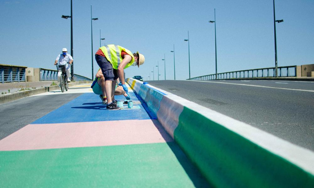 À Nantes, ce collectif d'artistes repeint les pistes cyclables