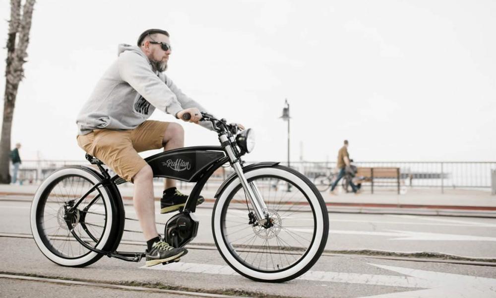Roulez des mécaniques sur ce vélo électrique pour bikers
