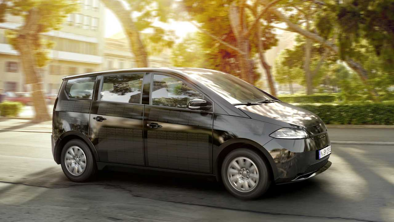 Avec ses panneaux solaires, cette voiture se recharge toute seule