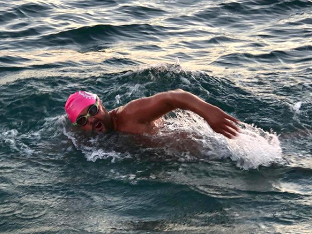 Historique: un Français traverse la Manche aller-retour à la nage