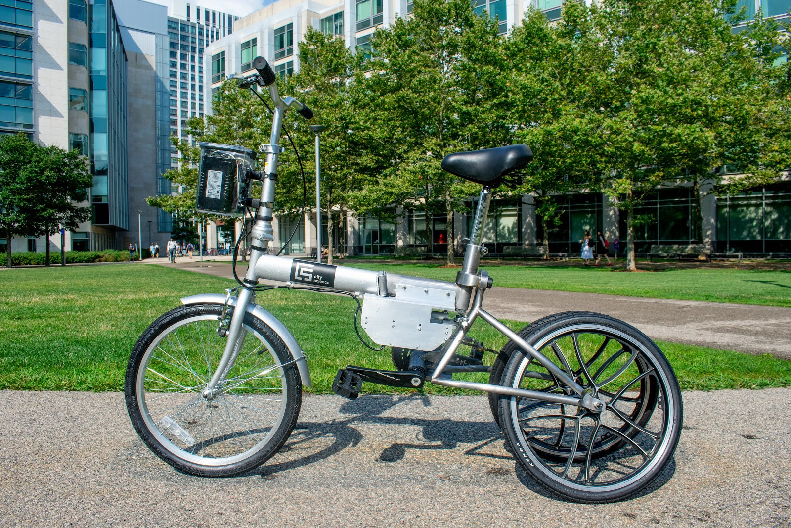 Coucou les fainéants, voici le vélo autonome qui vient à vous
