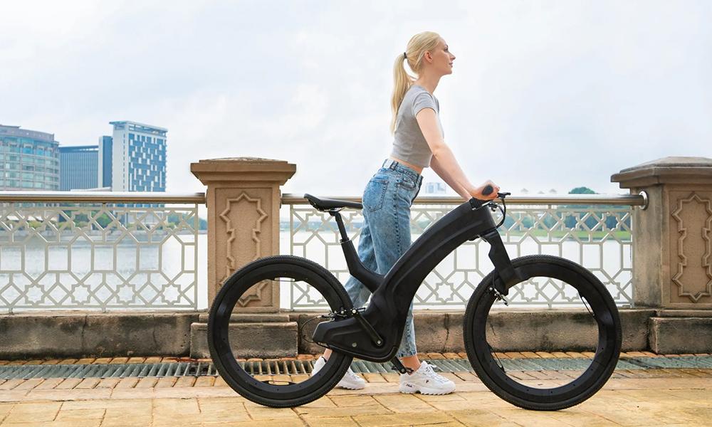 """Le Reevo, un vélo """"involable"""" aux roues transparentes"""