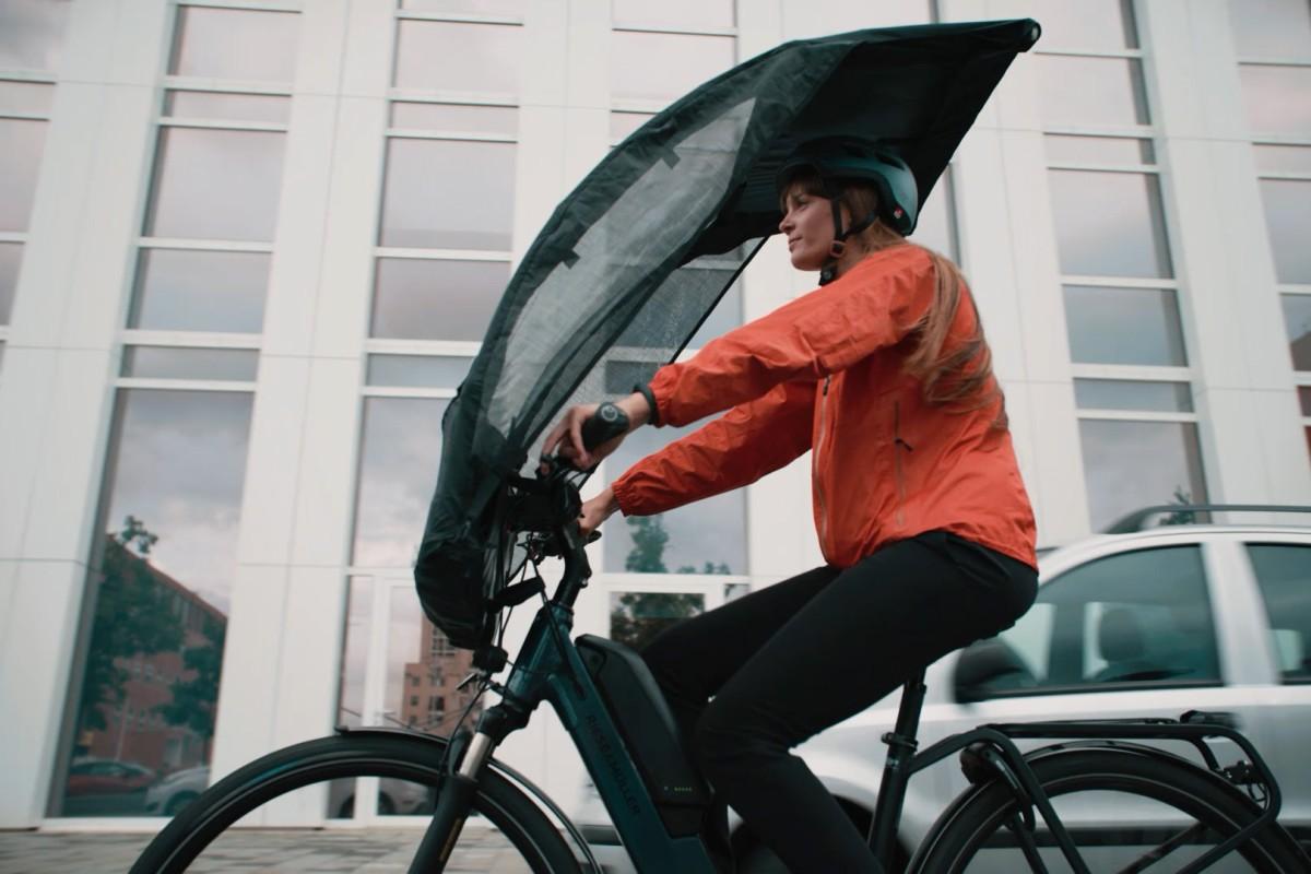 BikerTop : un parapluie spécial vélo pour pédaler au sec