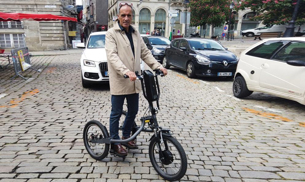 Tout le monde se lève pour Cyclodebout, le tricycle préféré des policiers