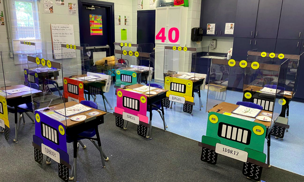 Contre le coronavirus, elles transforment leur classe en parking pour enfants