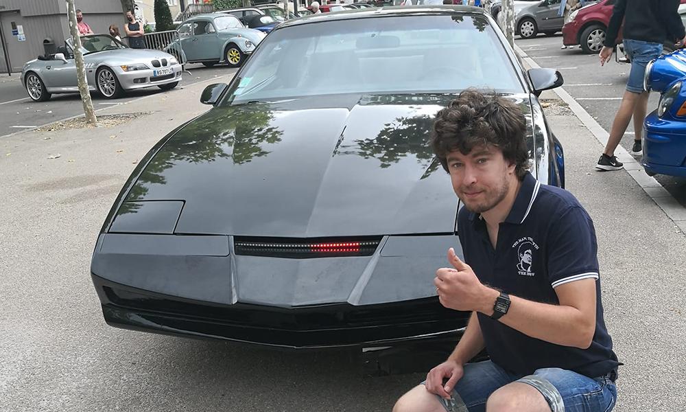 """Il économise 15 ans pour construire une réplique de la voiture de """"K 2000"""""""