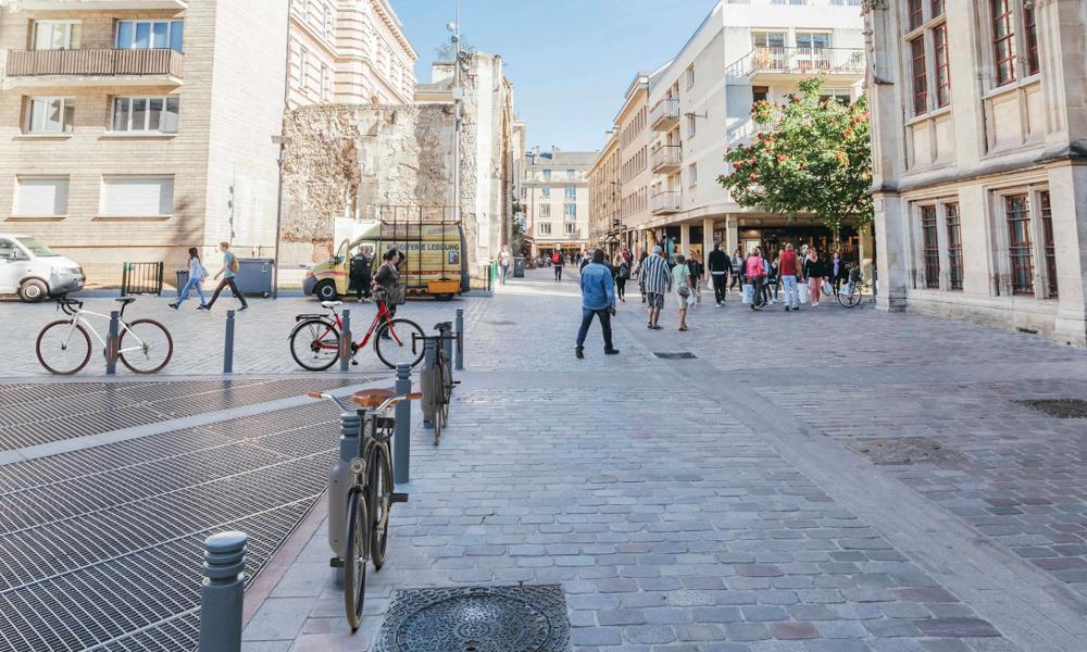 Contre les vols de vélos, Rouen transforme ses poteaux en anti-vols