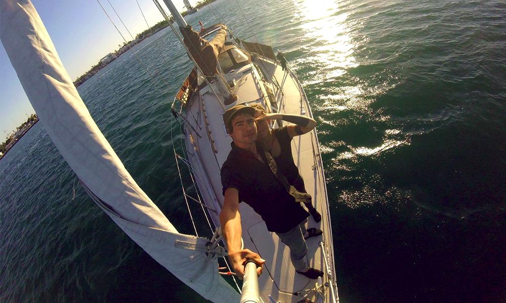 Depuis quatre ans, ce couple vit et travaille sur un voilier