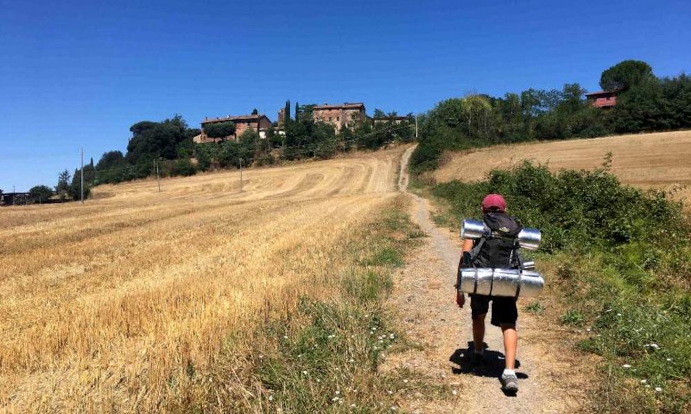 À 10 ans, il marche 2700 km pour faire un câlin à sa grand-mère