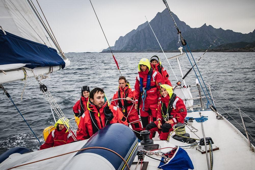 Ces marins embarquent des jeunes en difficulté pour leur redonner confiance