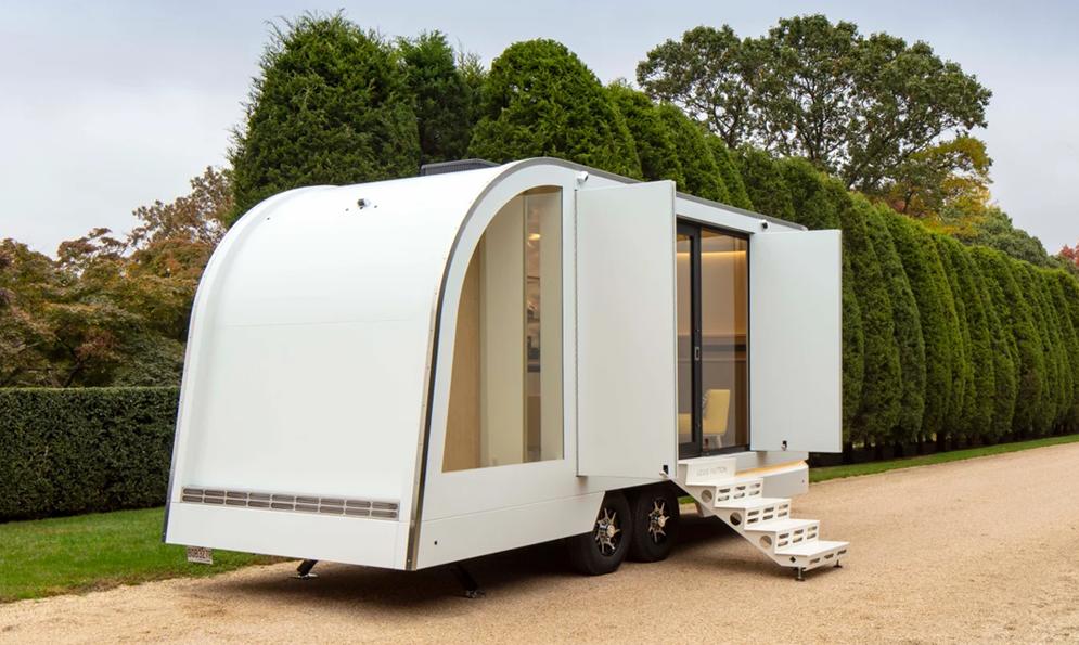 Pendant le confinement, Vuitton livre les plus riches à domicile avec sa caravane