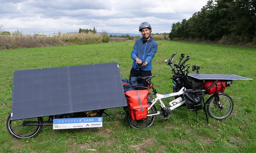 Ce Français a traversé la France sans polluer sur son vélo solaire