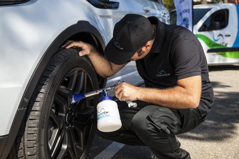 La nouvelle mode : faire désinfecter sa voiture contre le Covid-19
