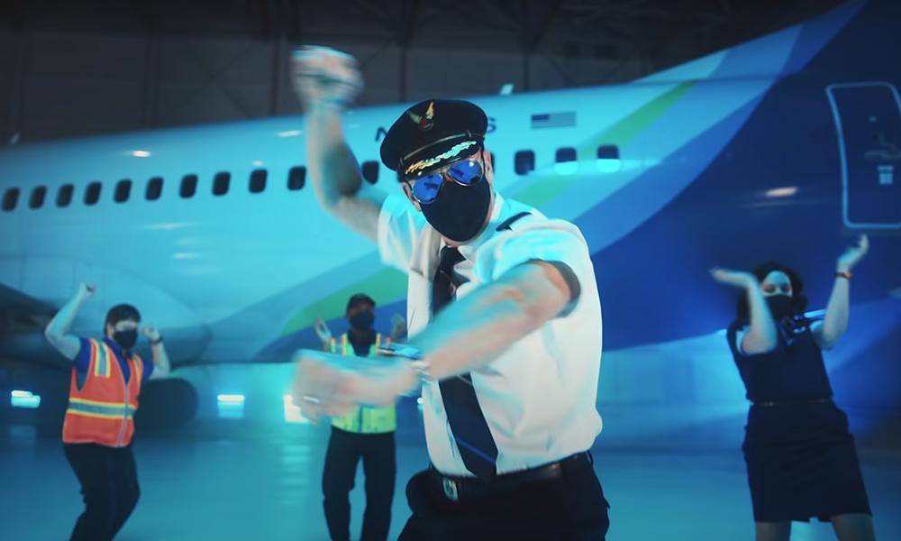 Cette compagnie aérienne a inventé une danse de sécurité contre le covid-19