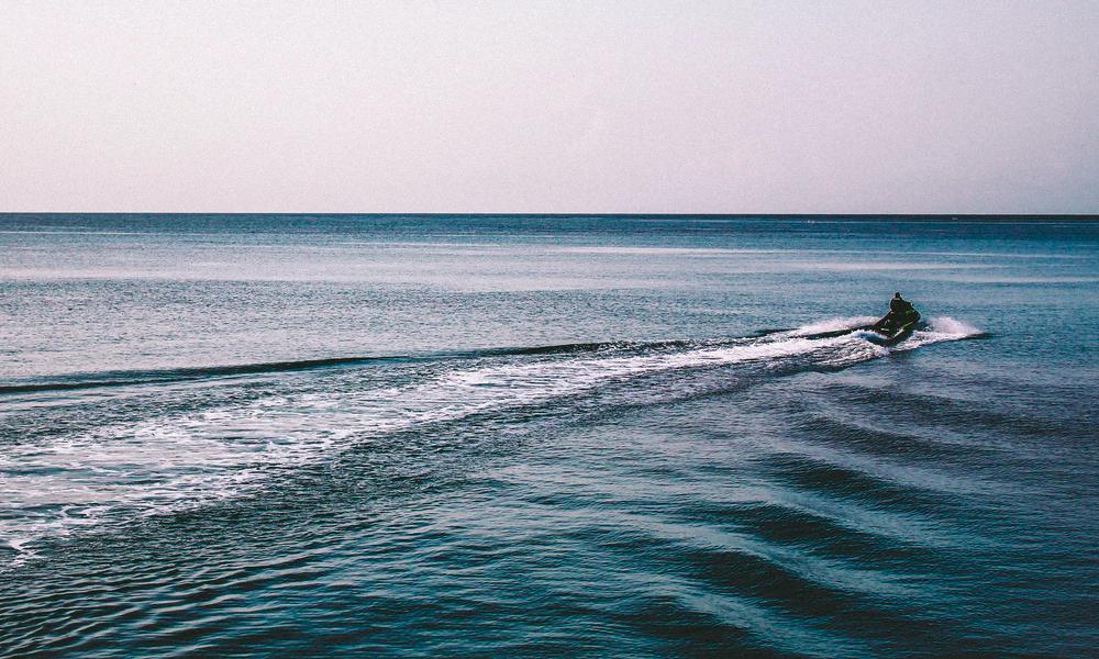Malgré le confinement, il traverse la mer en jet-ski pour retrouver l'amour de sa vie
