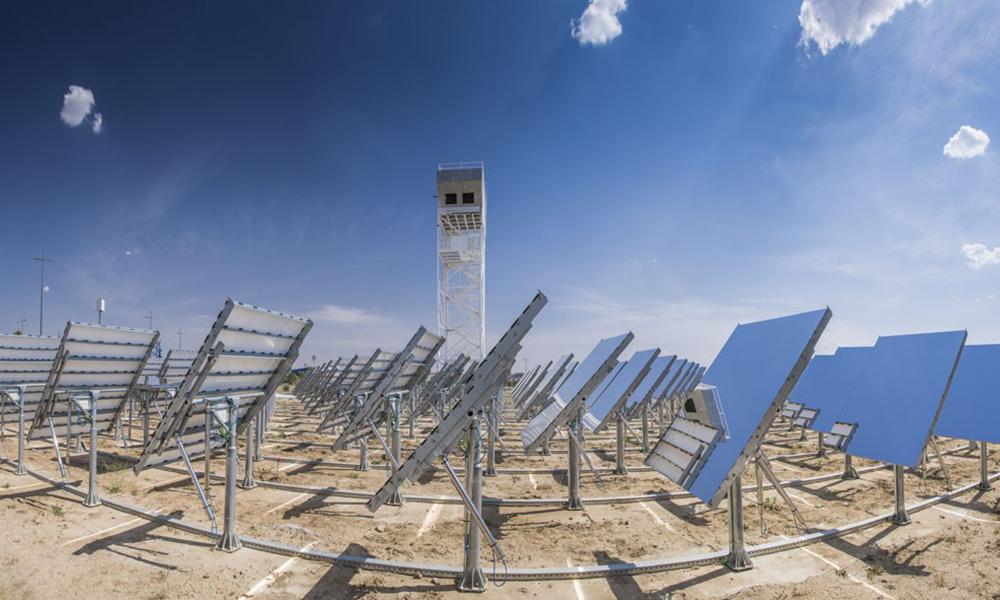 Ces panneaux solaires pourraient servir à produire un kérosène 90% plus propre