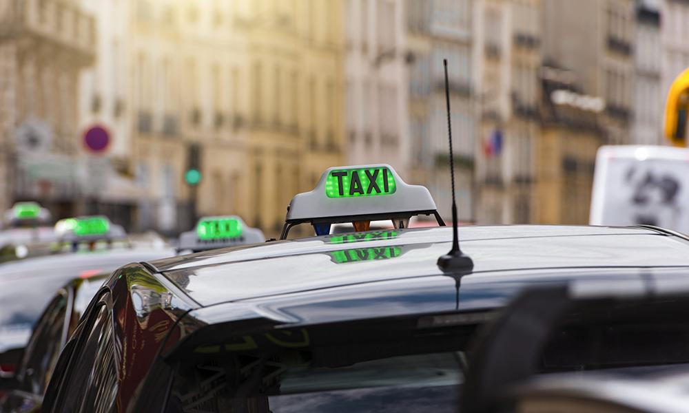 Dans le Pas-de-Calais, les taxis aident gratuitement les femmes victimes de violences conjugales