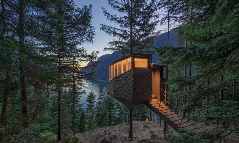 Cet hôtel suspendu dans les arbres promet le plus beau des couvre-feux