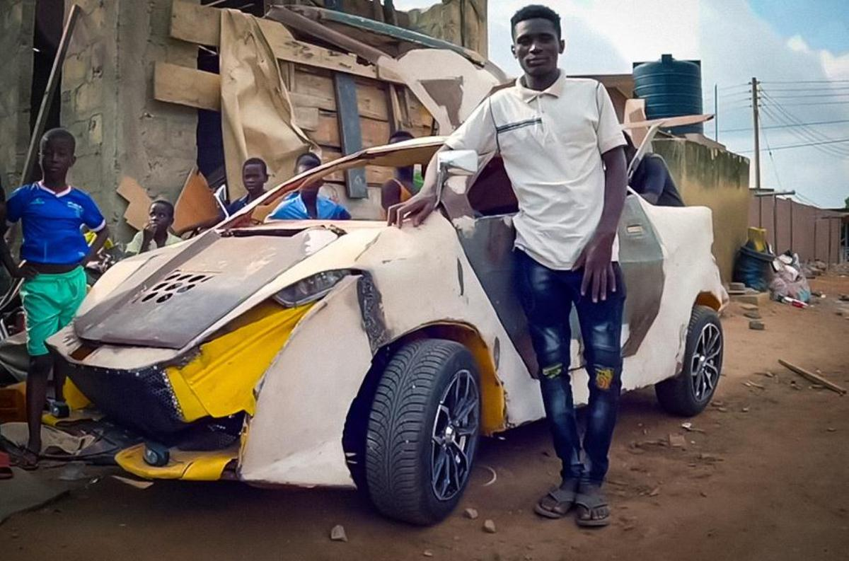 Ce Ghanéen construit sa voiture uniquement avec des pièces détachées