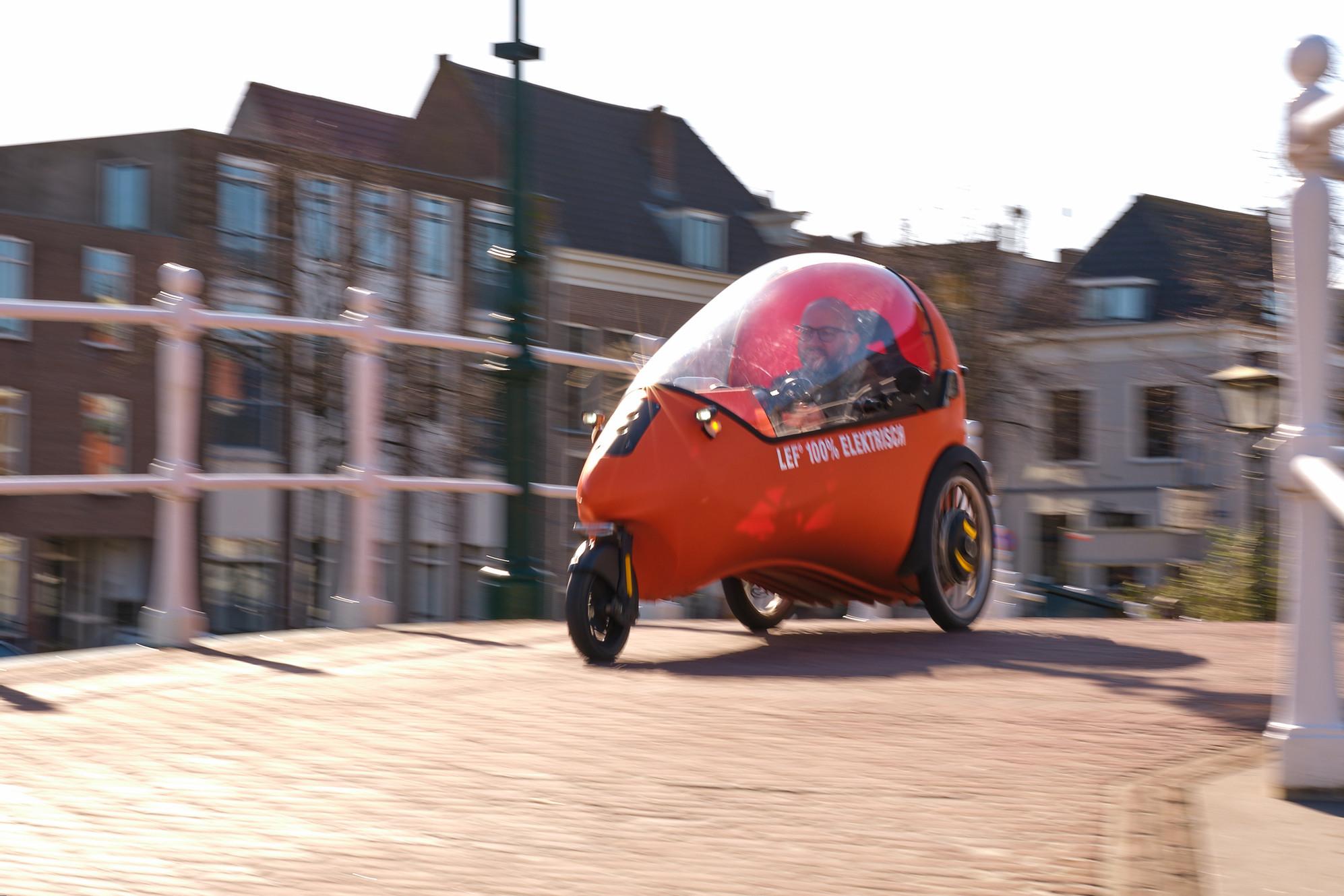 Mi-vélo mi-voiture, cette mini-fusée veut manger du bitume