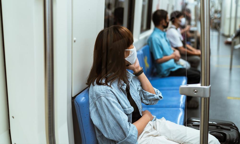 Pour éviter la contagion, l'Académie de médecine recommande de… se taire dans le métro