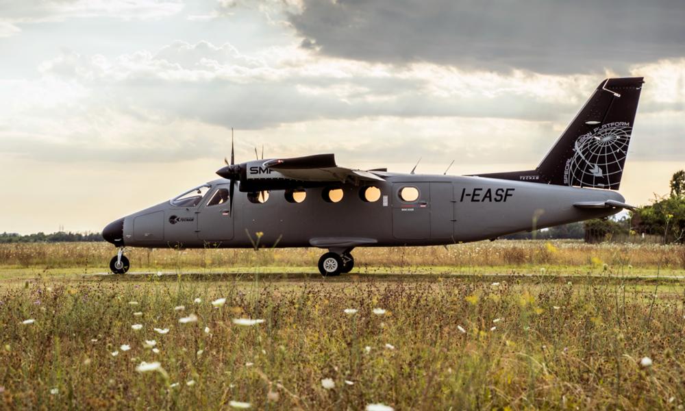 """Covid-19 : cet avion peut transporter les vaccins comme un """"congélateur volant"""""""