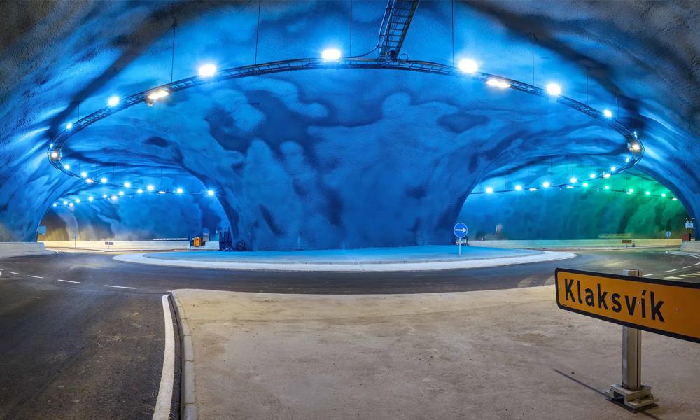 Première mondiale : un rond-point sous-marin, accessible pour 1,50 €
