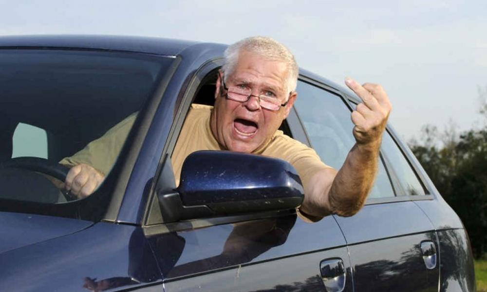 """À 88 ans, il est flashé à 190 km/h et explique qu'il """"allait se faire vacciner"""""""