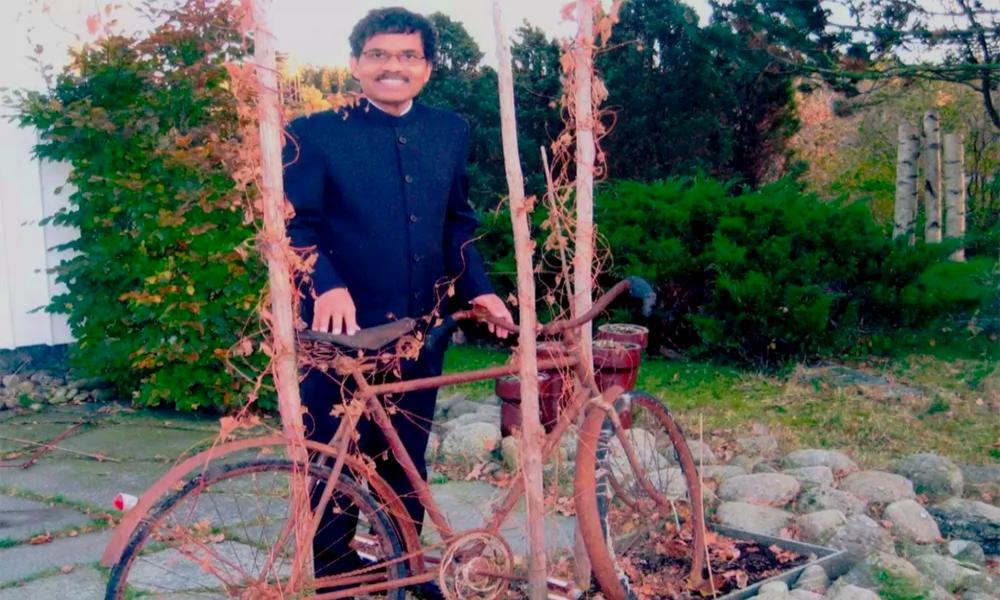 Il pédale de l'Inde à la Suède pour retrouver la femme de sa vie