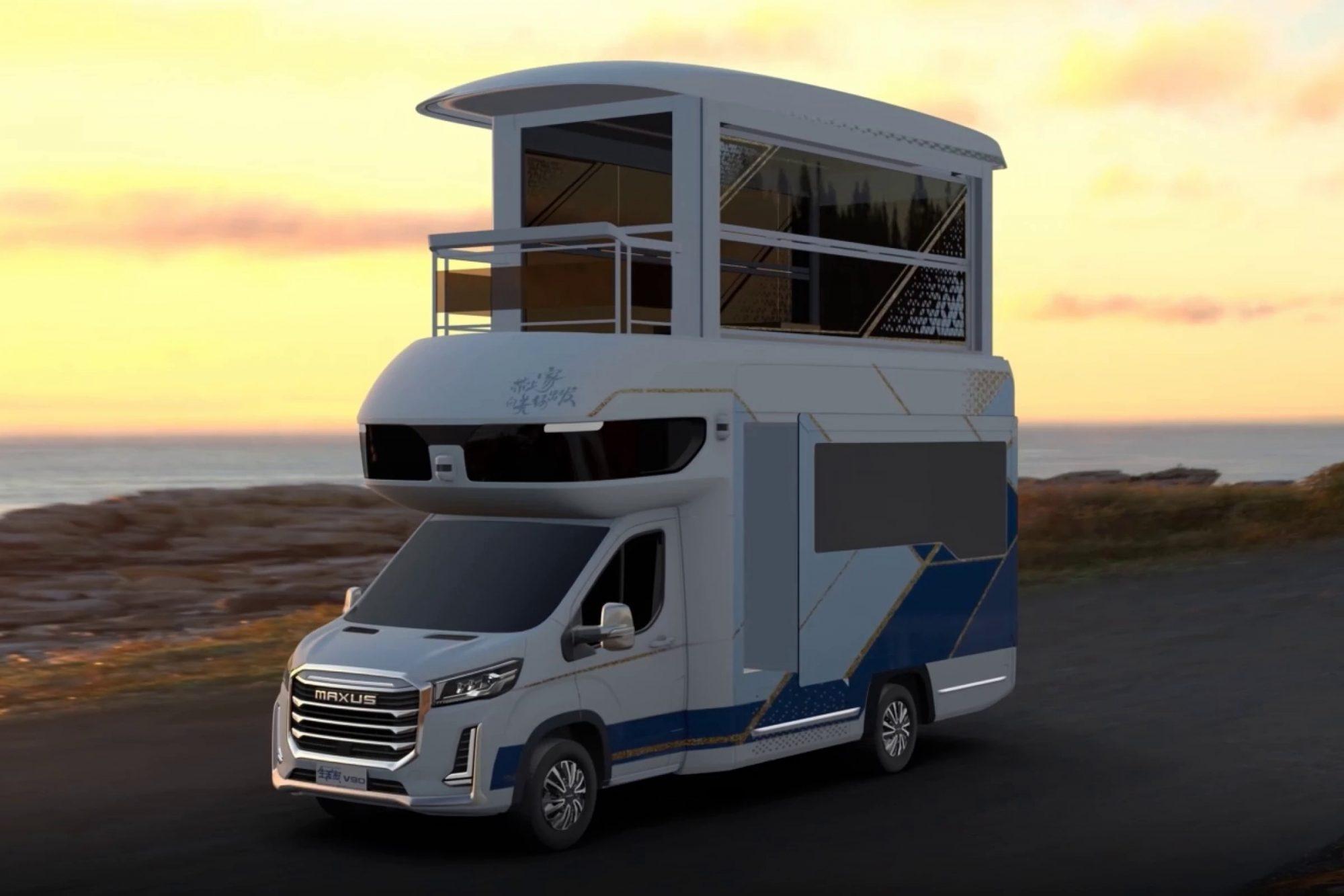 Ce camping-car à deux étages est livré avec un ascenseur