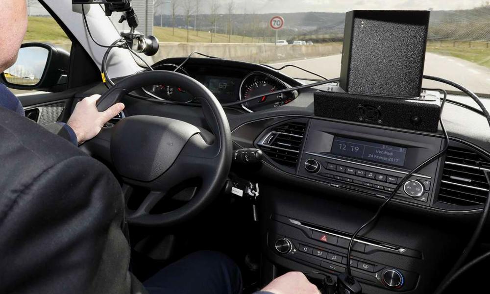 Jackpot ! Chaque voiture-radar rapporte 194 000 € par an à l'État