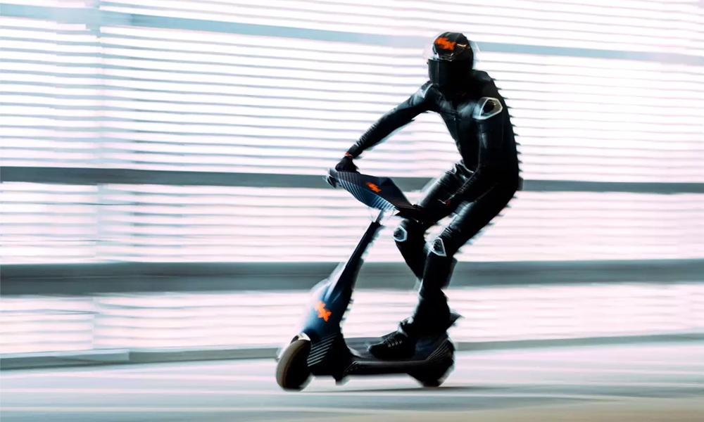100 km/h : cette trottinette de champion roule aussi vite qu'une voiture !