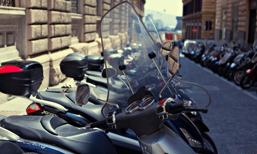 C'est (hélas) confirmé : les deux-roues parisiens devront aussi payer le stationnement