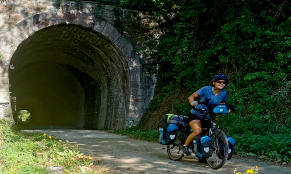 Partout en France, les rails abandonnés de la SNCF deviennent des pistes cyclables