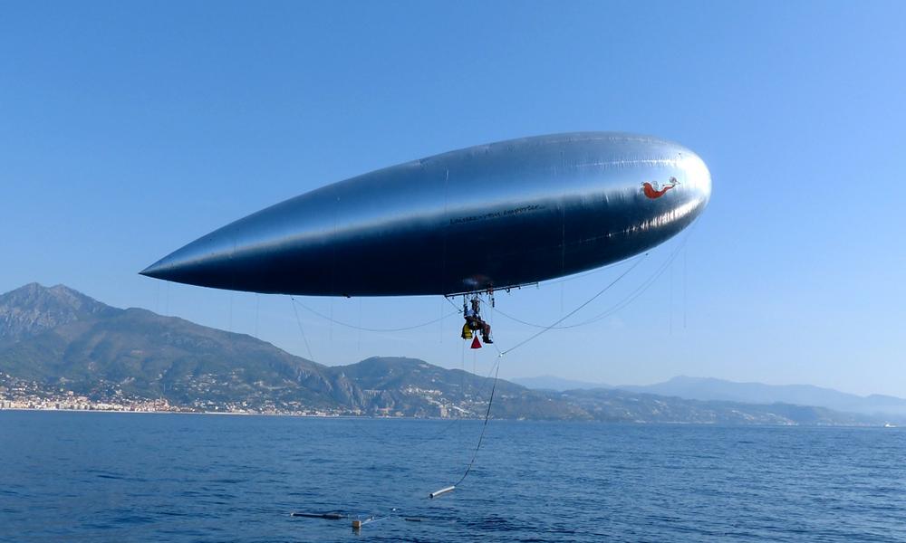 Cet homme a un projet : aller de Nice à la Corse en bateau volant