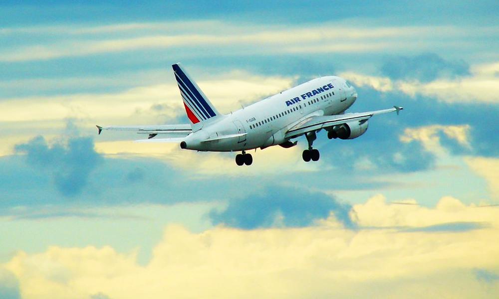 Pollution : la France vote la fin des vols intérieurs de moins de 2h30
