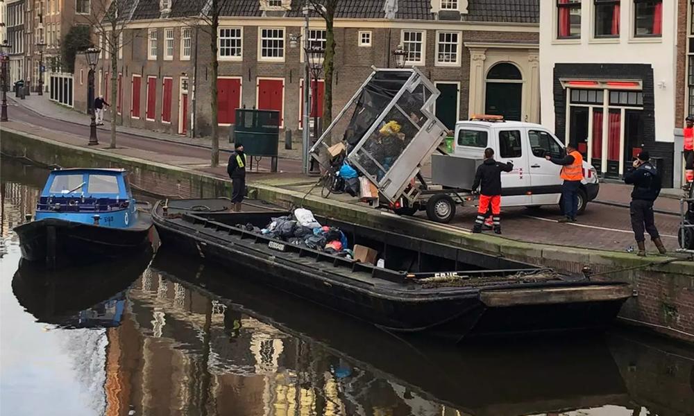 Ecologie : Amsterdam teste les bateaux électriques ramasseurs de poubelles