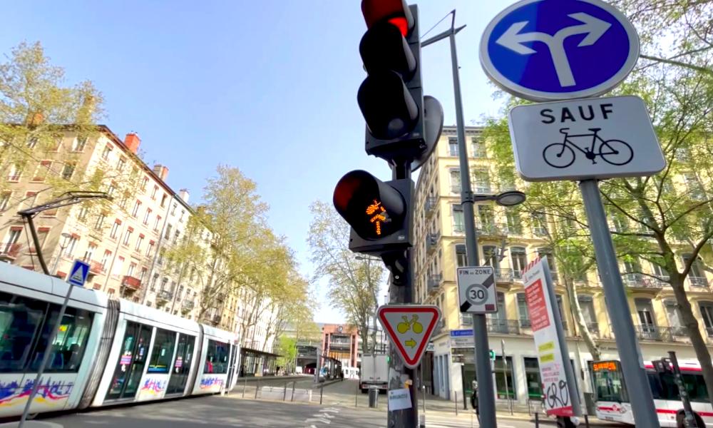 Lyon accélère et autorise les cyclistes à... griller ses feux rouges