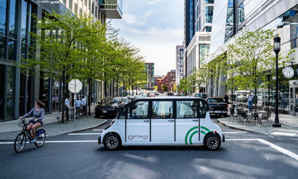 Cette voiturette électrique sans chauffeur veut devenir le bus de demain