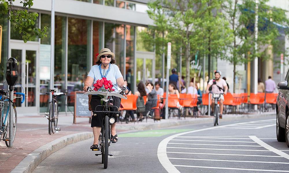 Les pistes cyclables obligeraient les voitures à rouler moins vite, selon une étude