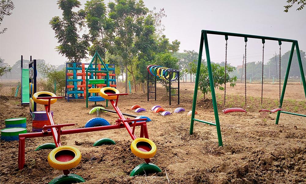 Cette ONG crée des aires de jeux à base de pneus recyclés