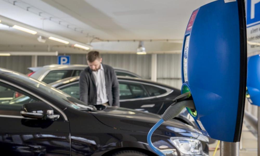 C'est voté: les bornes de recharge bientôt obligatoires sur tous les parkings
