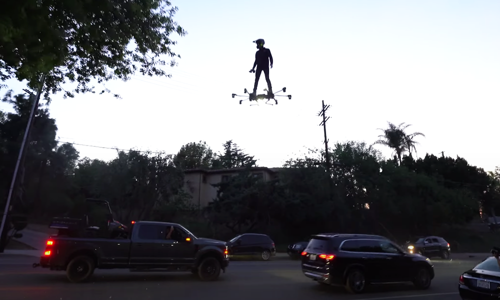 Ce génie a construit un skate volant digne de Retour vers le futur