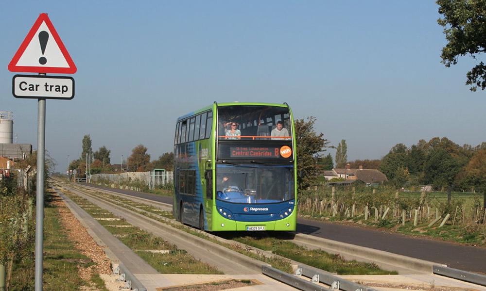 Pour éviter les embouteillages, ce bus peut se transformer en train